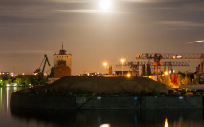 Osthafen bei Vollmond