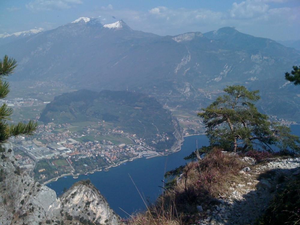 Blick Cima Capi auf Riva del Garda