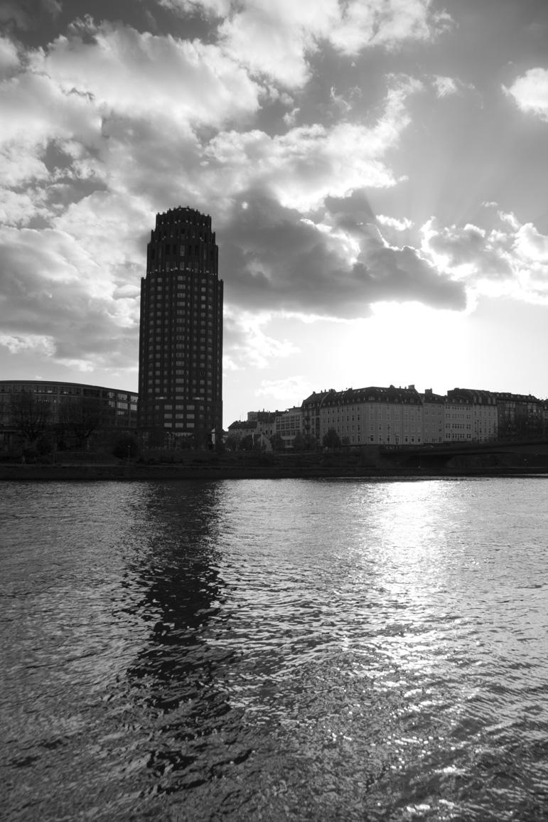 Am Osthafen - Blick zum Main Plaza - SW