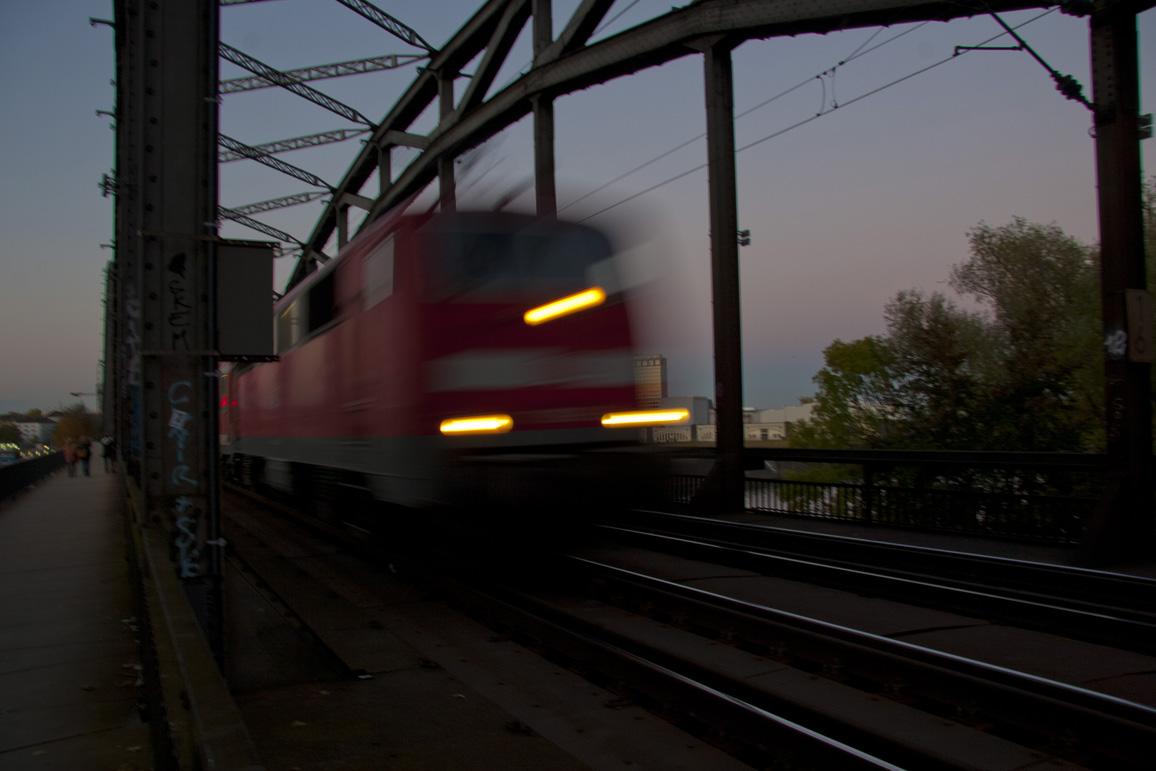 Am Osthafen - Train Crossing