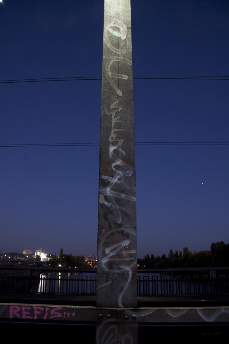 Am Osthafen - Blaue Stunde - Brückendetail
