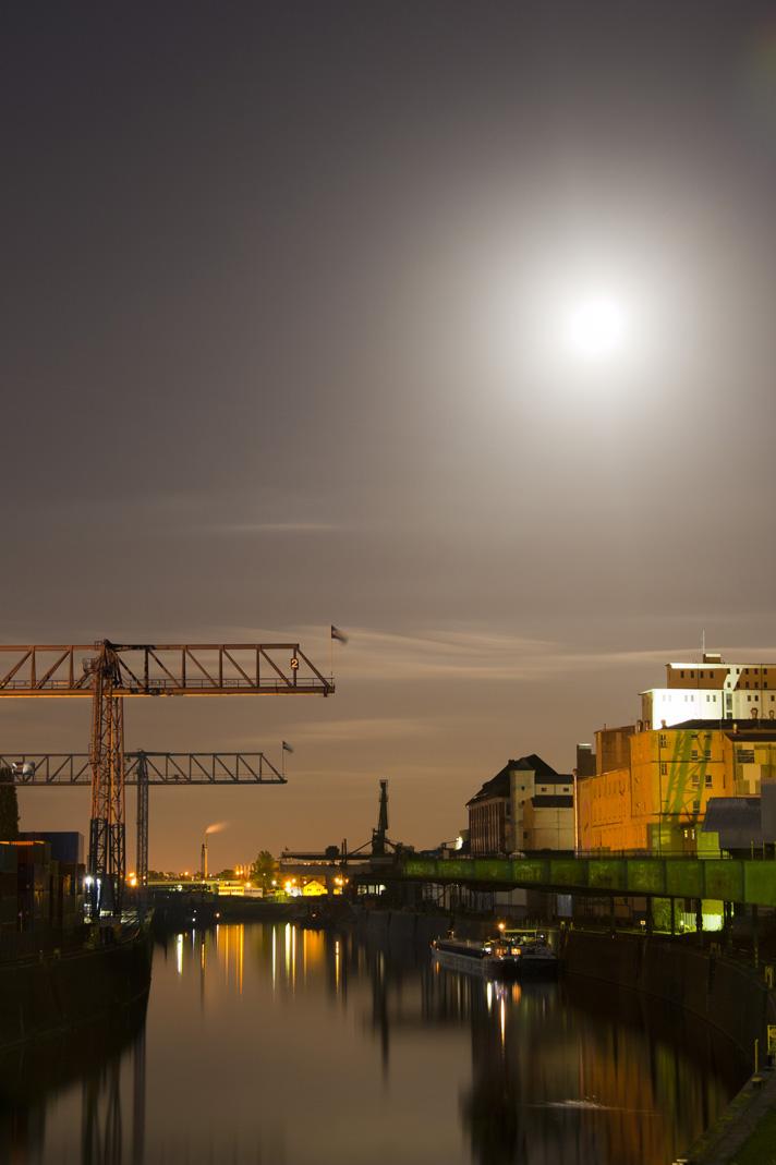 Osthafen - zweites Hafenbecken - Vollmondstimmung