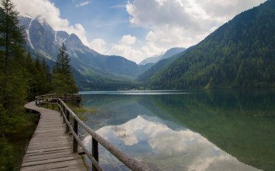 Antholzer See mit Blick zum Staller Sattel